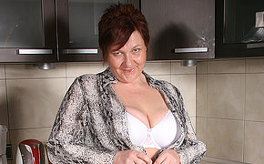 Chesty Milf Nymph Wanking In Her Kitchen