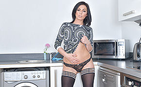 Super Hot Brit Mummy Getting Ultra-kinky In The Kitchen