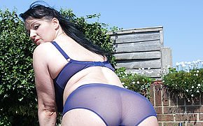 Molten Brit Housewife Jerking Outdoors
