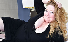 British Thick Breasted Mature Lindy Fervor Gets Moist And Nasty