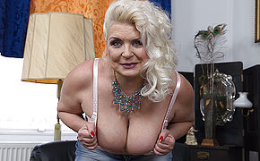 Plump Mature Super-bitch Demonstrating Off Her Rock-hard Joy Bags
