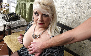 Chubby Mature Whore Fuckin' In Point Of Sight Style