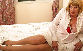 Nasty Brit Chubby Mama Getting Very Filthy