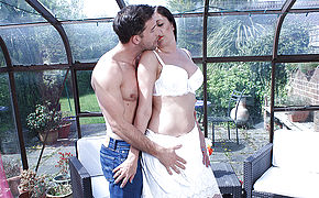 Ultra-kinky Brit Housewife Deep Throating And Boinking Her Butt Off