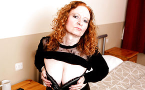Ultra-kinky British Mature Female Playing With Herself