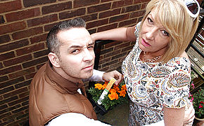 Kinky British Housewife Pummeling And Gargling