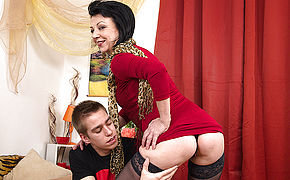 Crazy Mature Dame Porking Her Younger Lover