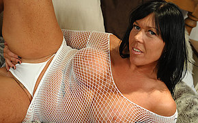 Playful Mature Peaches Loves Getting Obscene