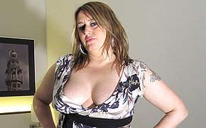 Big-boobed Milf Lady Pleasing Herself