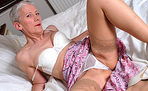 Filthy Senior Cockslut Getting Stellar On Couch