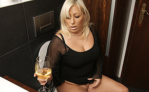 Fatty Blonde Cougar Getting Kinky