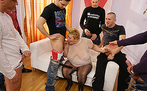 Sparkling Female Luvs Spunk Shot Of Seven Men On Her Figure