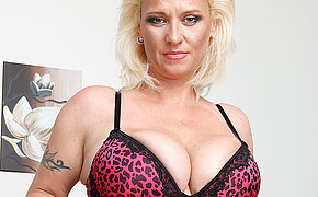 Buxom Mature Getting Ultra-kinky And Sumptuous