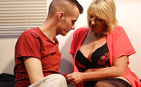 Brit Mature Amy Is Getting A Excellent Plumb From Her Toy Boy