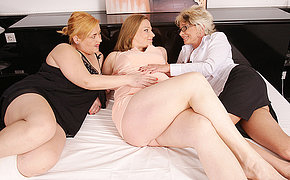 Duo Of Milf Lesbians Boink A Knocked Up Wife