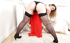 British Hairy Mom Tammy Oldham Getting Very Naughty