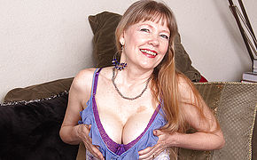 This Naughty Mature British Cougar Loves To Play With Her Pussy