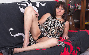 Uber-sexy Furry Housewife Playing With Herself