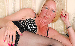 Handsome Pierced Milf Wanking Off Until She Blows A Stream