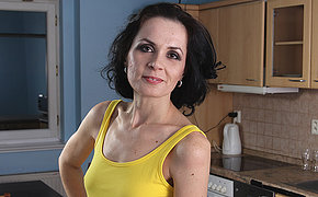 Unbelievable Wife Still Loves To Work Out That Poon