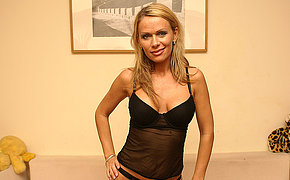 Hot Woman Boinking A Beautiful Mature