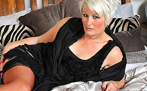 Awesome Mummy Davina Loves To Get Ultra-kinky By Herself