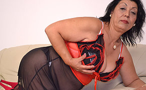 This Sumptuous Cougar Wants To Get Super-naughty On Her Sofa
