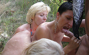 Irresistable Aged Babe Has Groupsex In The Woods