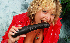 Big Arse Mummy Drains With Her Bang-out Fucktoy