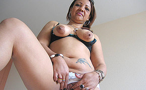 Brilliant Milf Patricia Enjoys Frolicking With Her Fuck-fest Fucktoys