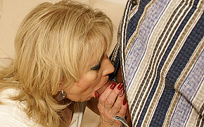 Torrid Dame Loves An Amazing Inward Climax