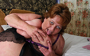 Big Damsel Bursts And Gets A Face Full Of Jizz Shot