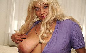 Blondie Huge-titted Lady Getting Yummy On Her Couch