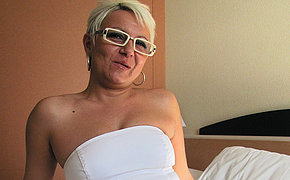 Husband Victoria Luvs Pleasing Her Cootchie