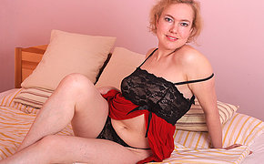 Gorgeous Milf Peska Adores Frolicking With Her Boink Crevasses