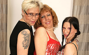 Three Mature And Nubile Lesbos Worships Pee