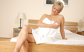 Nice Mummy Fingering With Her Doused Muffin