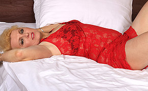 Light-haired Cougar Tart Going At It On Her Bed