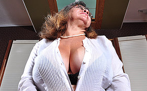 Thick Arse Cougar Super-bitch Playing With Her Crevasses