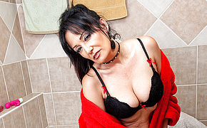 This Naughty Cougar Lets You Have A Peek At Her Bathroom Adventures
